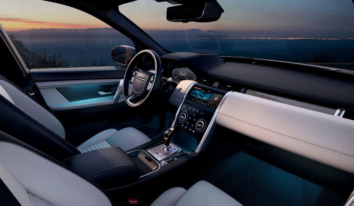 Nuova Land Rover Discovery Sport 2020 abitacolo