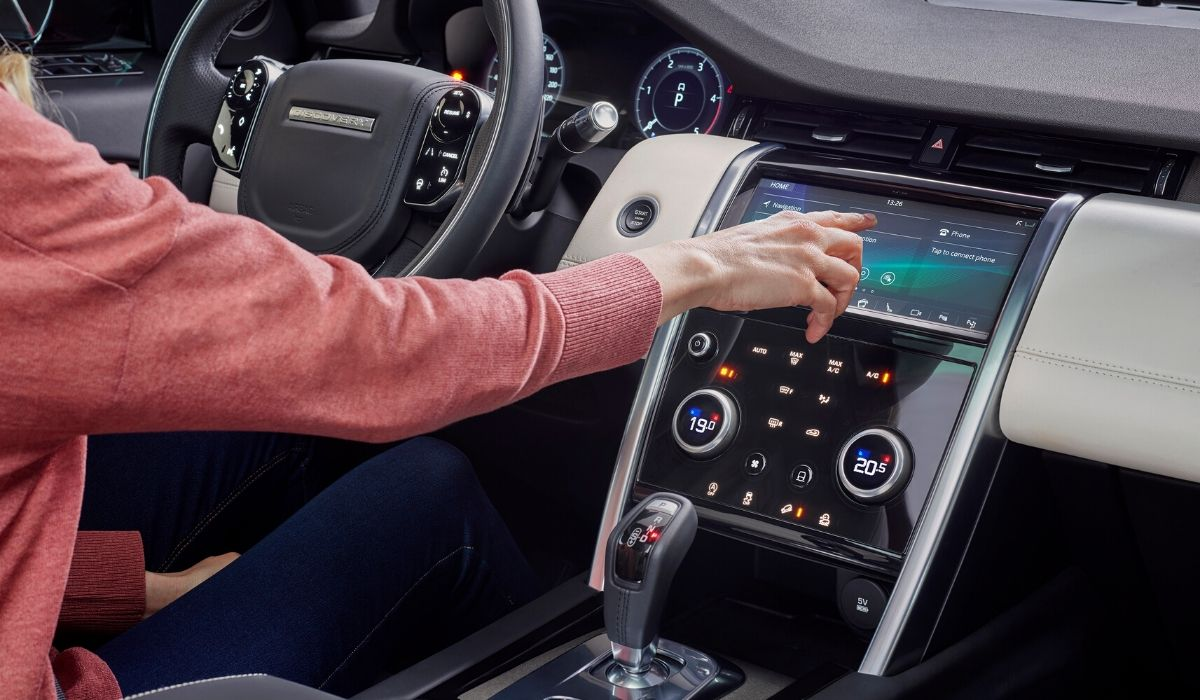 Nuova Land Rover Discovery Sport 2020 sistema multimediale