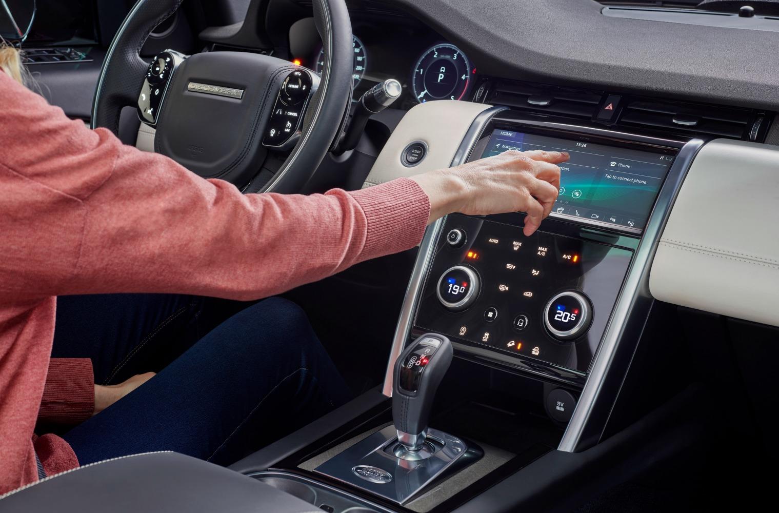 interni e tecnologia nuova Land Rover Discovery Sport