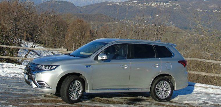 nuovo Mitsubishi Outlander PHEV statica