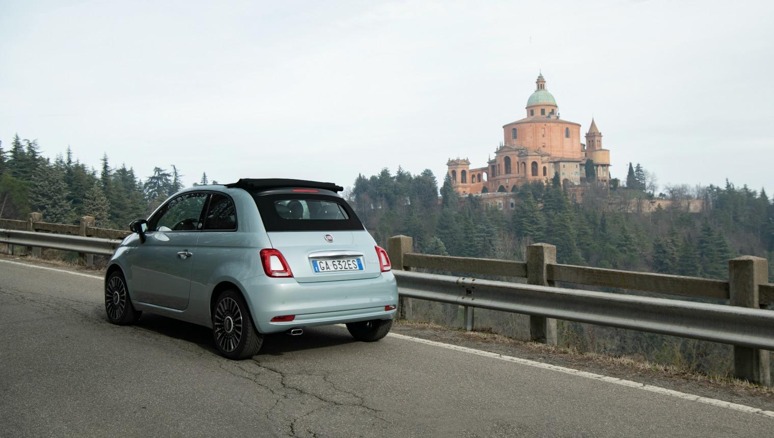 Noleggiare nuova Fiat 500 Hybrid