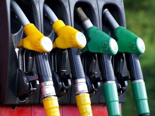 Il coronavirus ha causato un calo dei costi di diesel e benzina