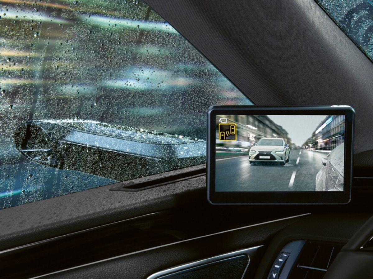 Gli specchietti retrovisori esterni virtuali garantiscono visuale con qualsiasi condizione atmosferica