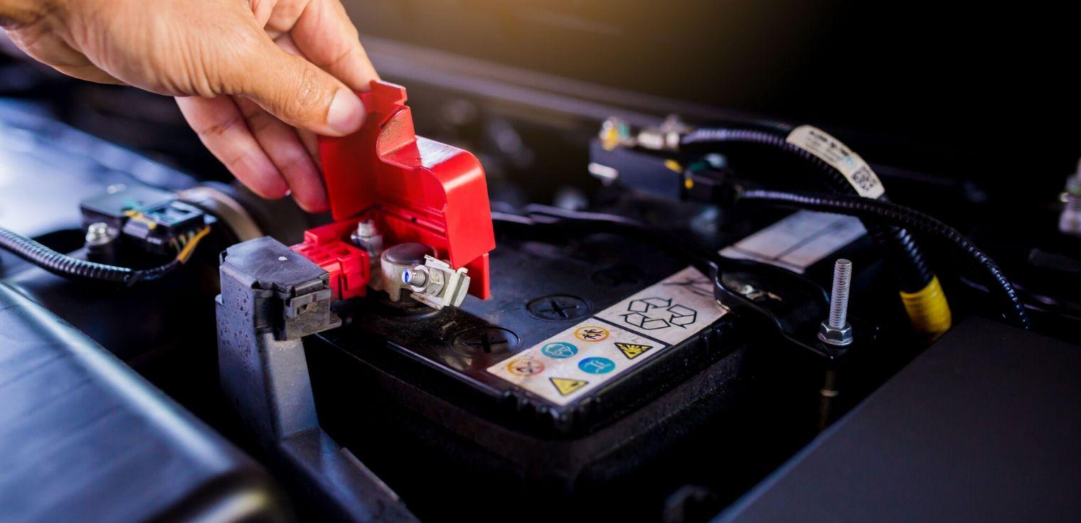 Batteria auto soste lunghe rischi