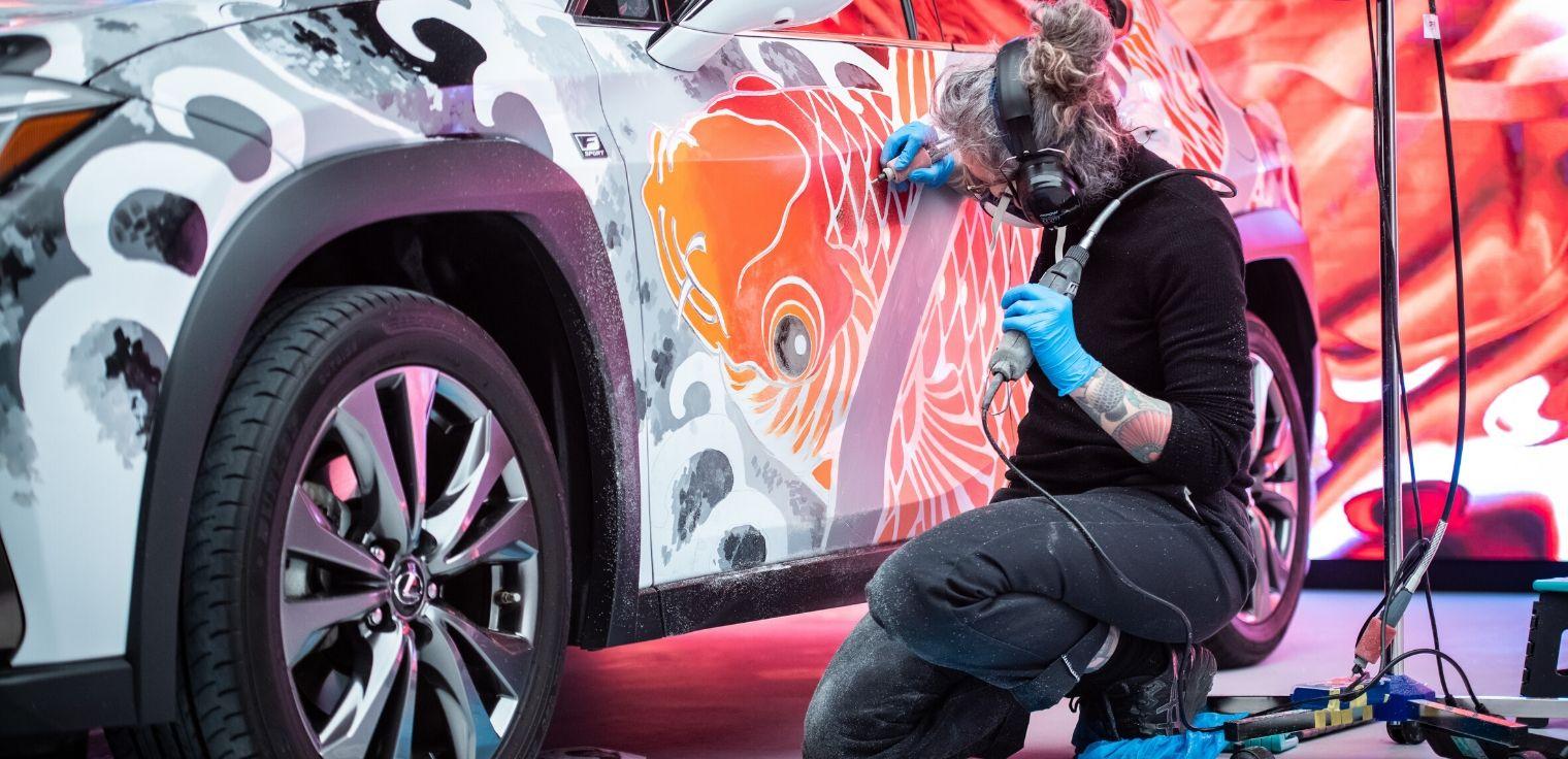 Lexus UX tatuata