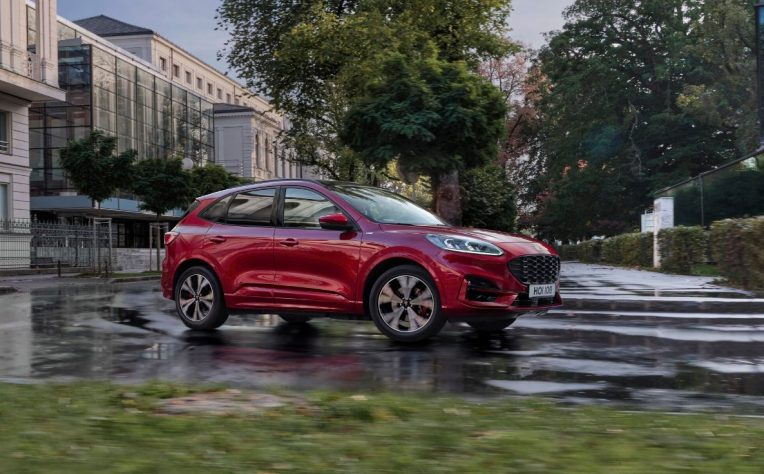Nuova Ford Kuga plug-in hybrid 2020