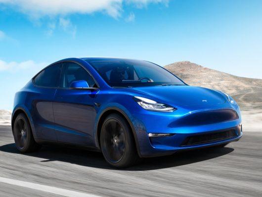 Autopilot Tesla con stop agli incroci