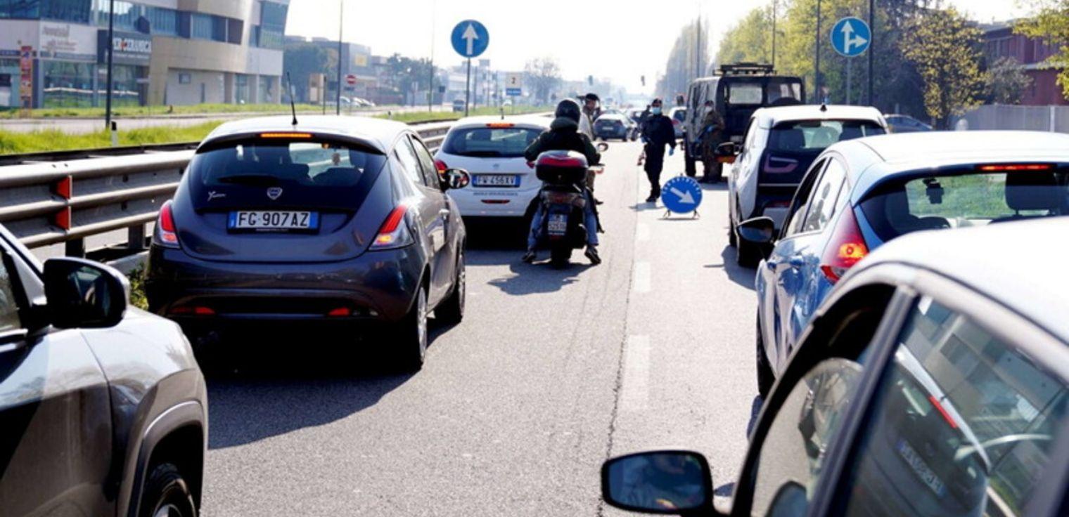 Coronavirus auto traffico Milano