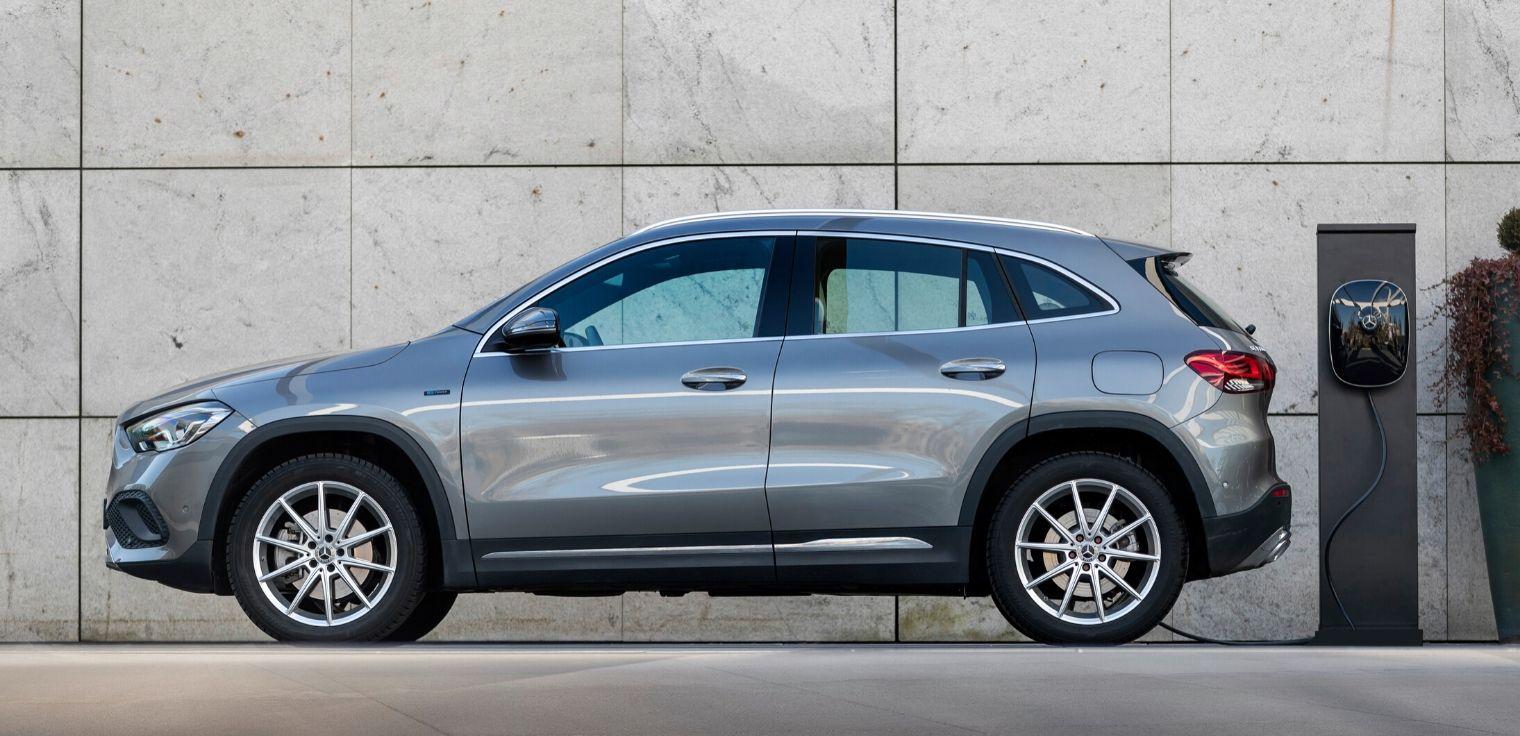 Nuova Mercedes GLA 250 e ibrida plug-in