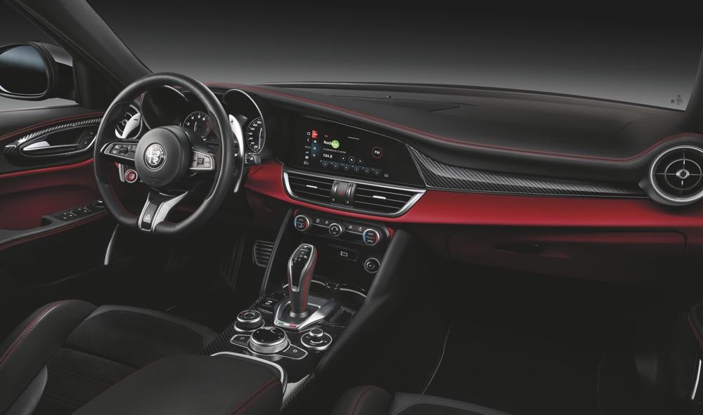 Interni di Alfa Romeo Giulia Quadrifoglio 2020