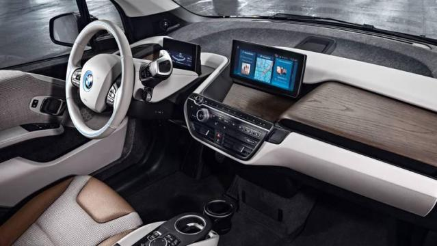 interni auto con materiali riciclati - bmw