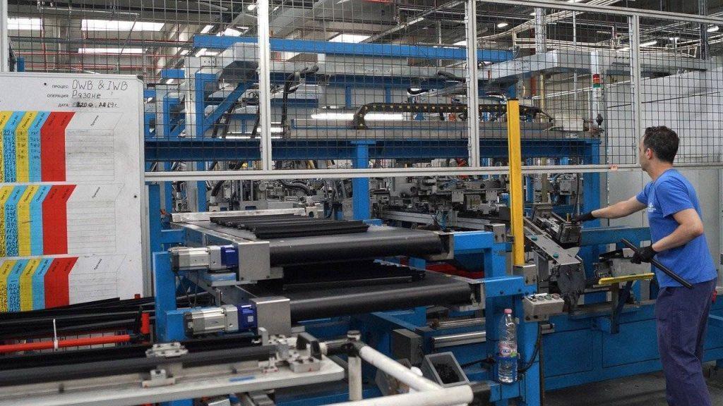 indacati-automotive-appello-istituzioni-fabbrica