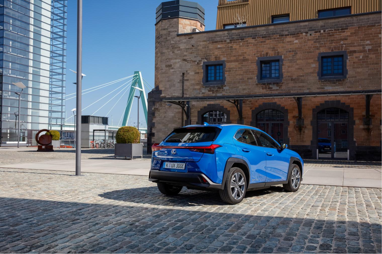 Adas nuova Lexus UX elettrica