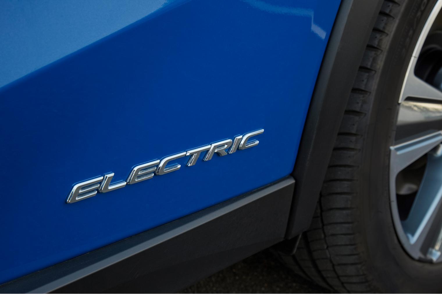 Autonomia nuova Lexus UX elettrica 2020