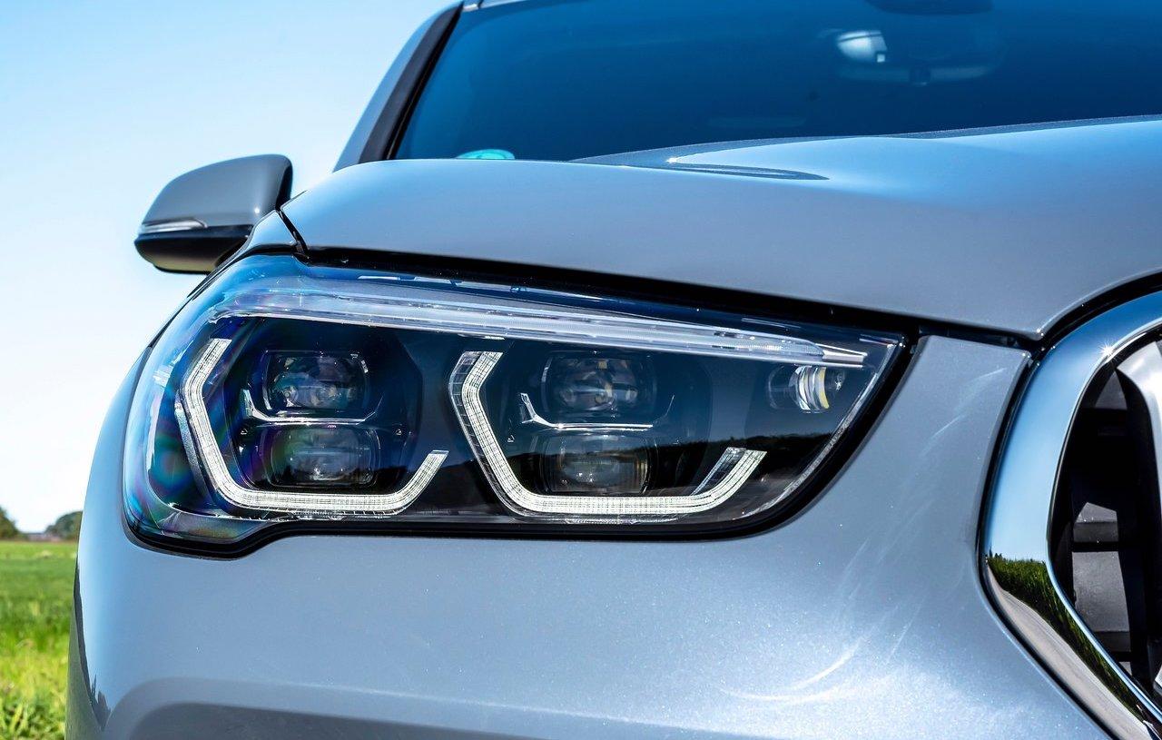 Driving Assistant BMW X1 ibrida plug-in