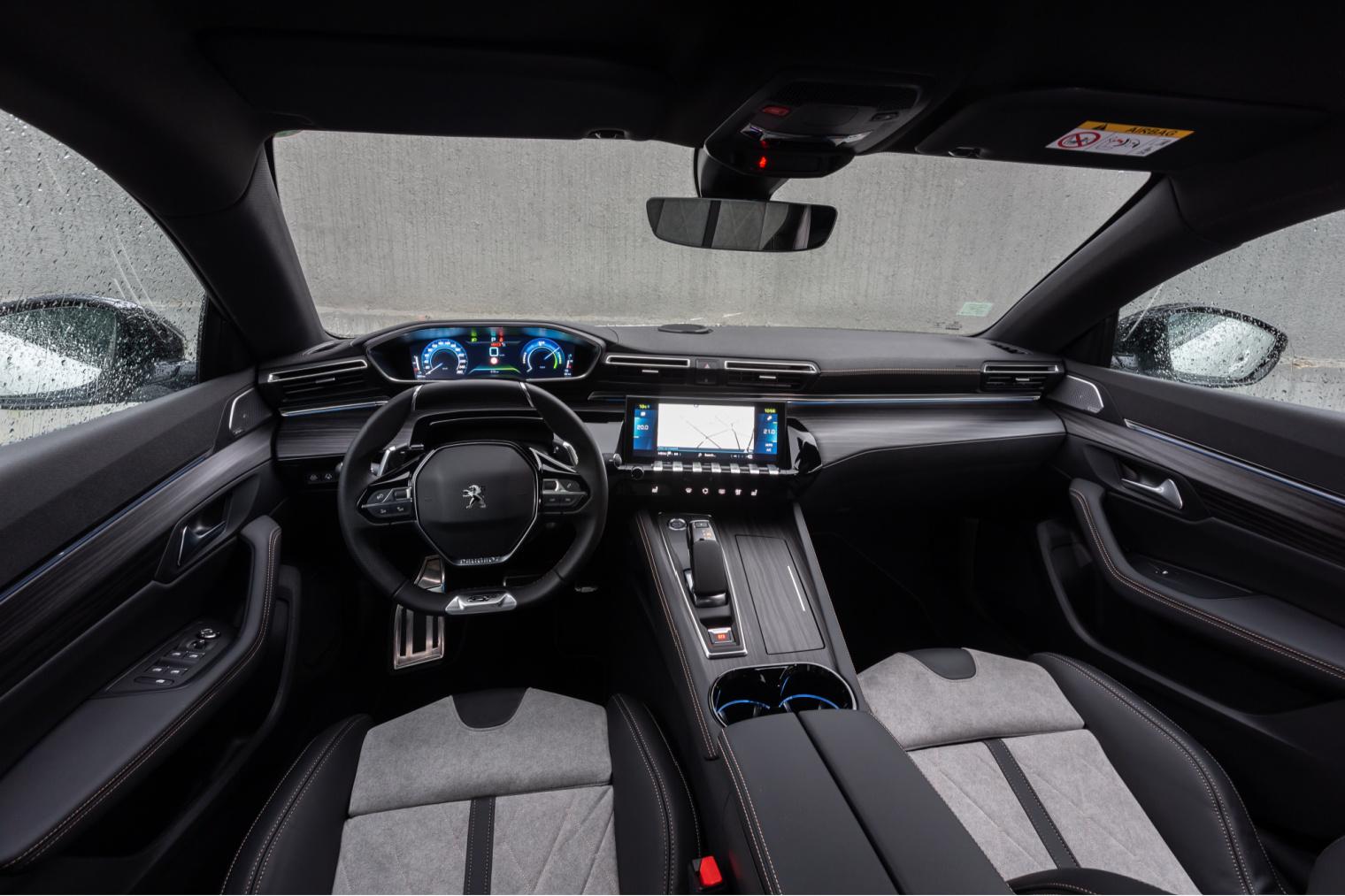 Interni nuova Peugeot 508 Hybrid