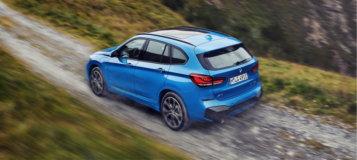 Nuova BMW X1 ibrida plug-in su strada