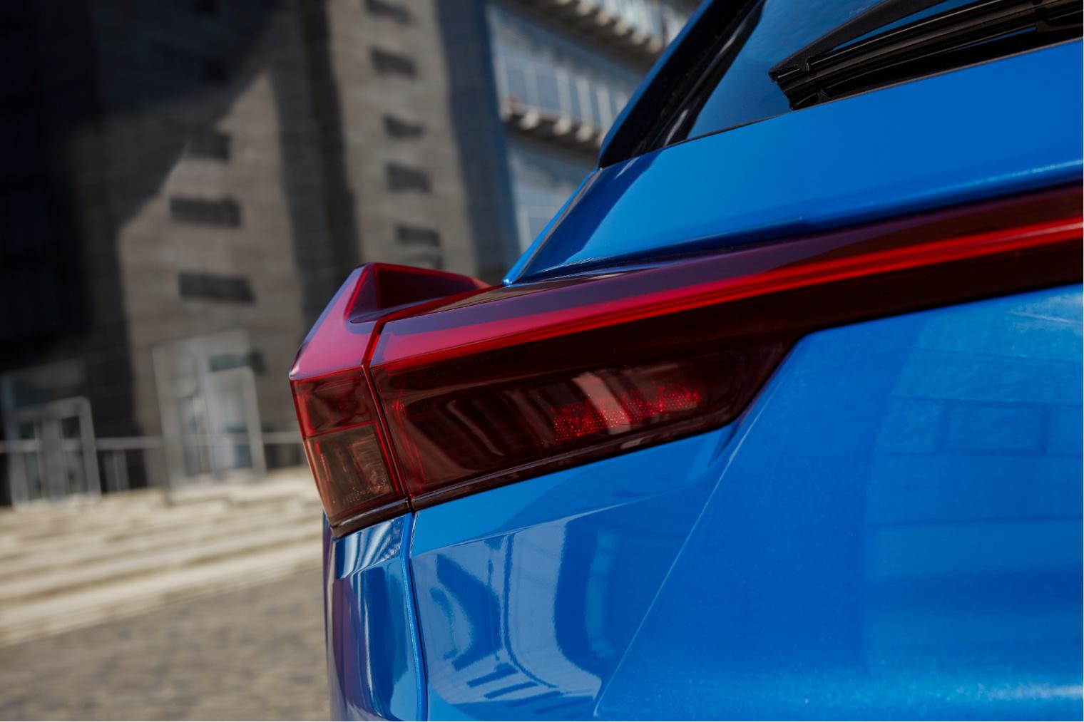 Prezzi nuova Lexus UX elettrica