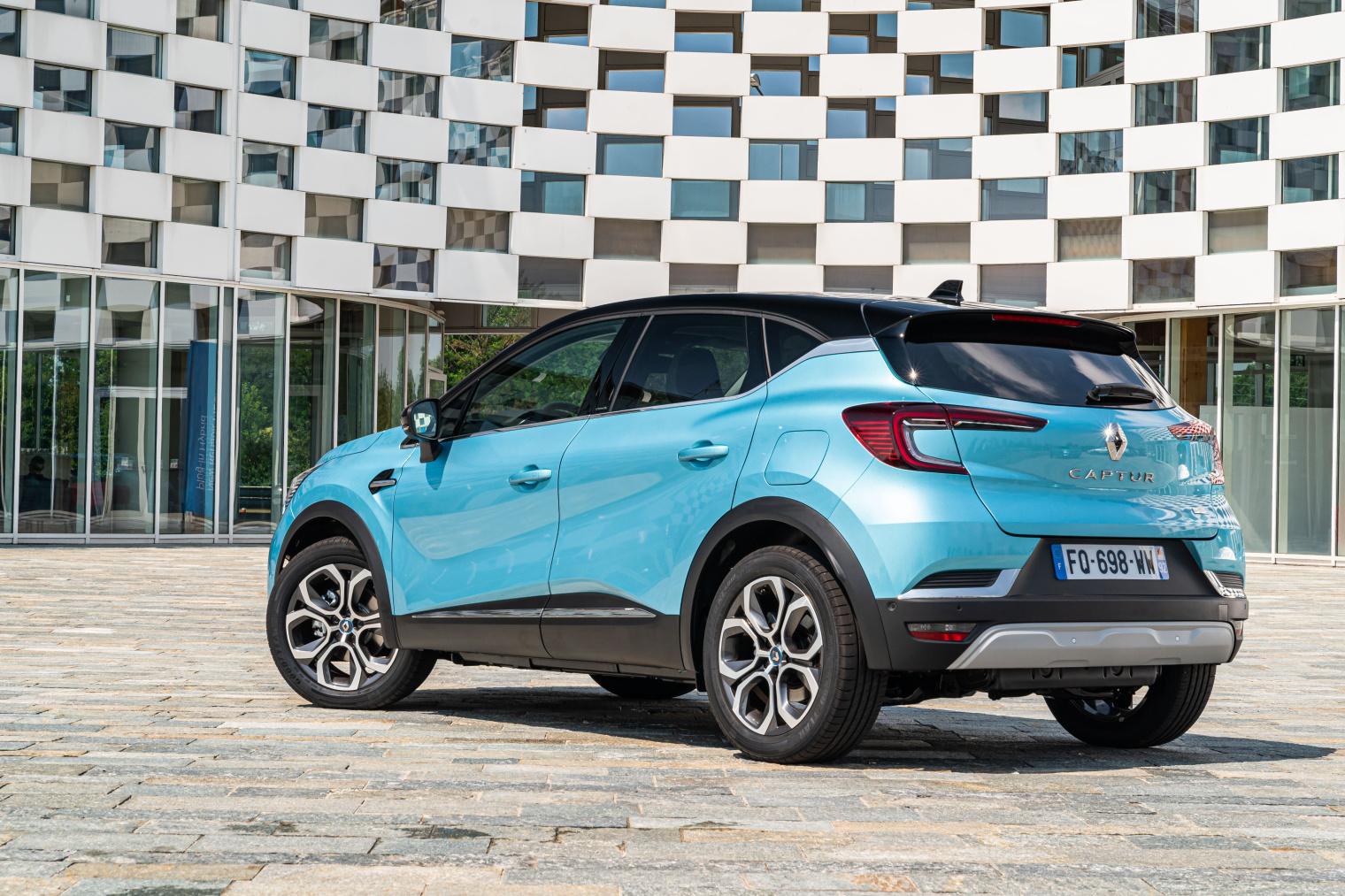 Test drive nuova Renault Captur E-Tech