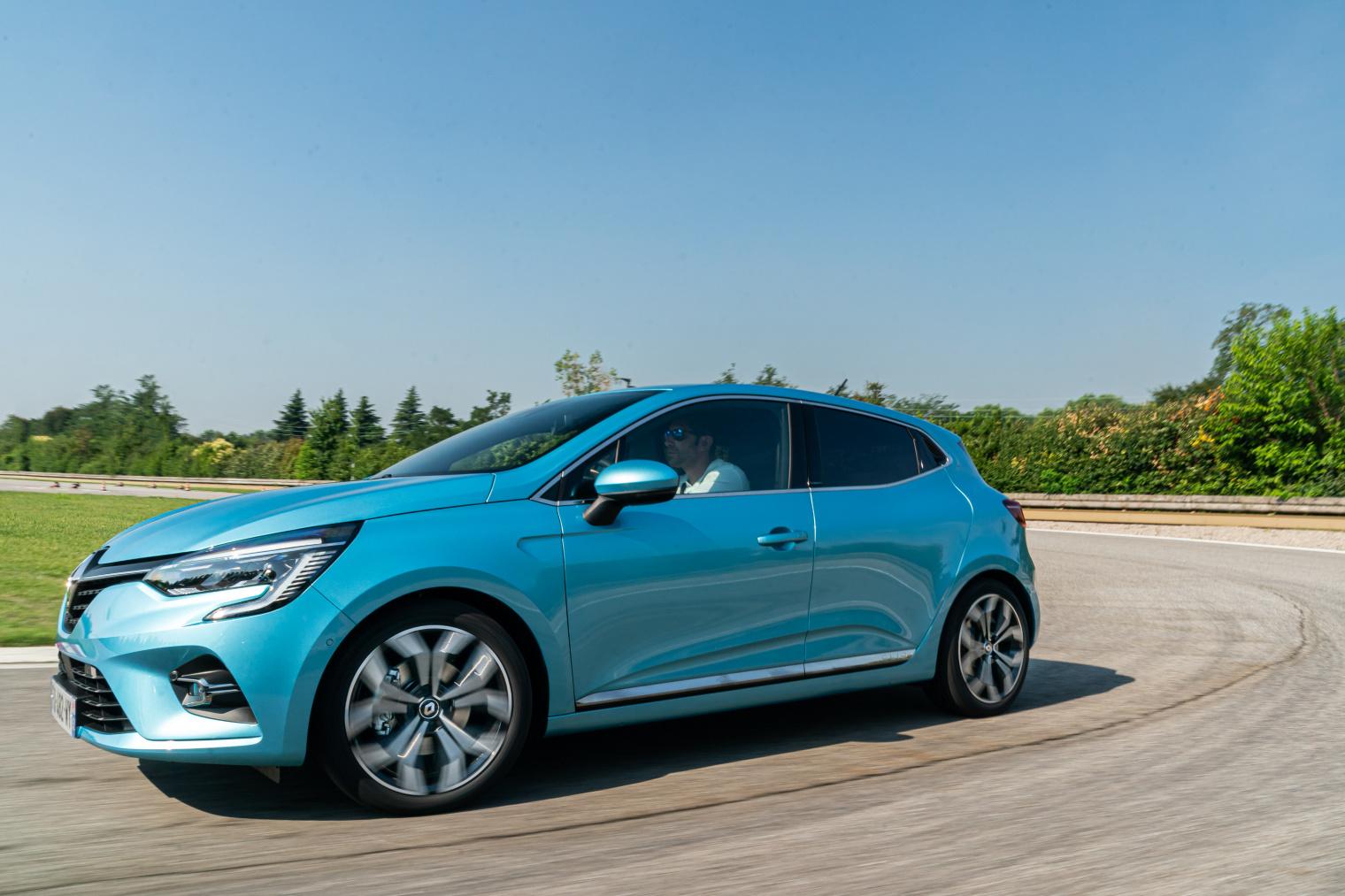 Test drive nuova Renault Clio E-Tech