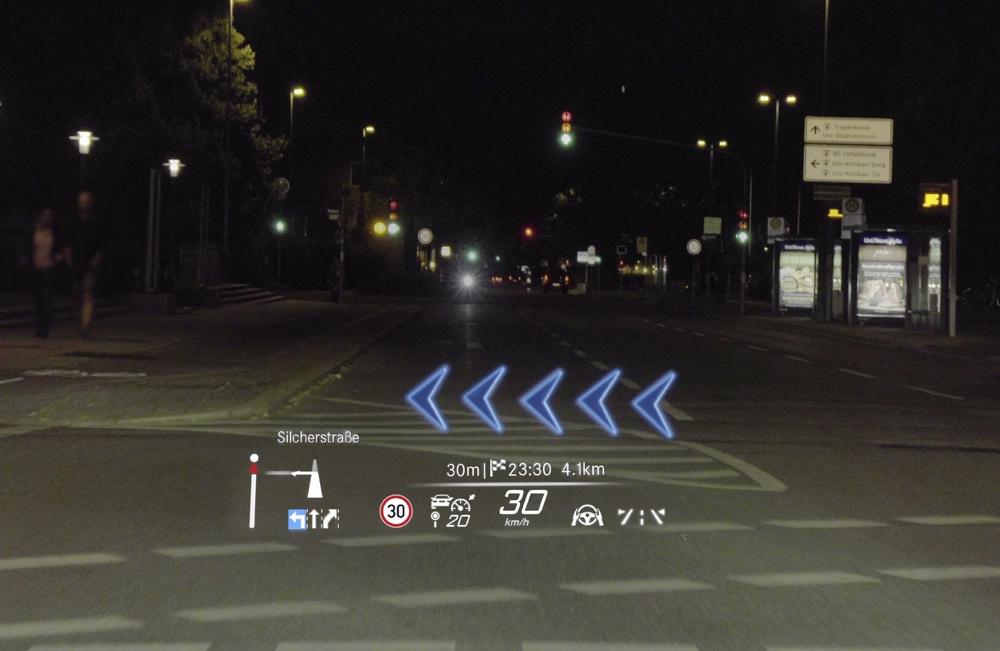 HUD con realtà aumentata di nuova Mercedes Classe S