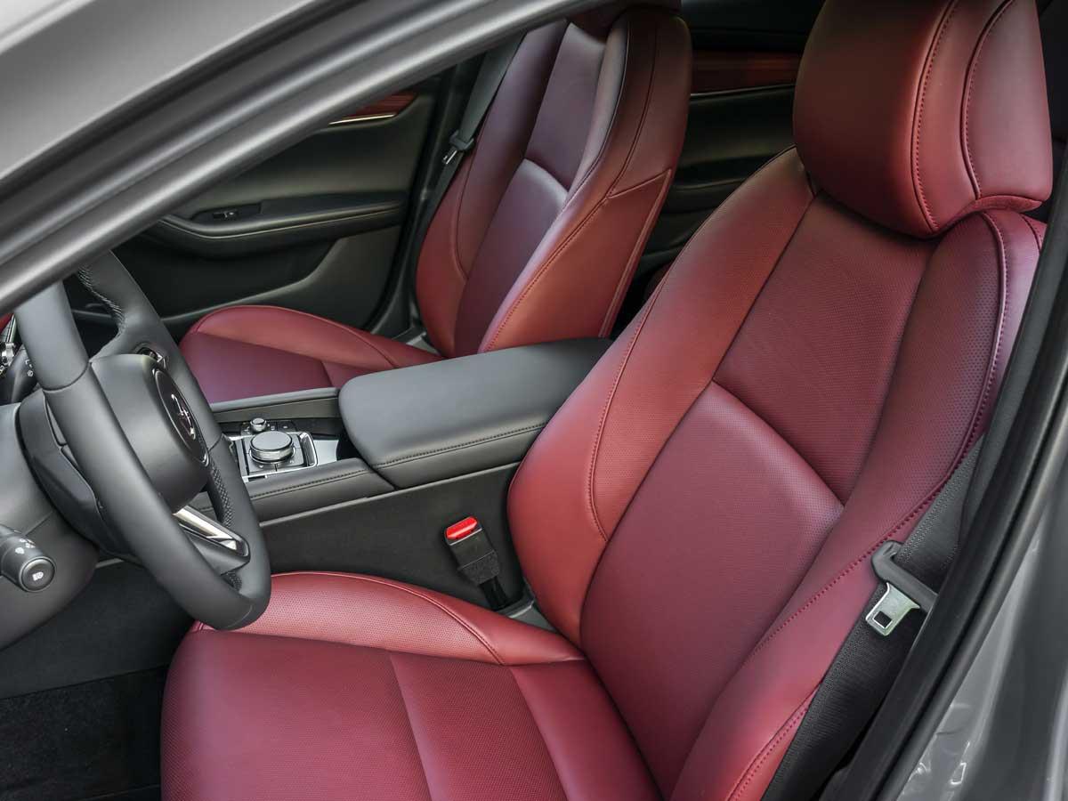interni-mazda3-hatchback