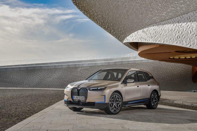 La nuova elettrica BMW iX