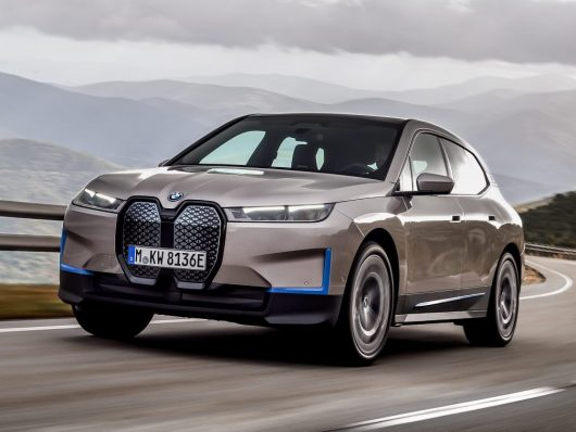 BMW iX arriva ovunque con 600 km di autonomia