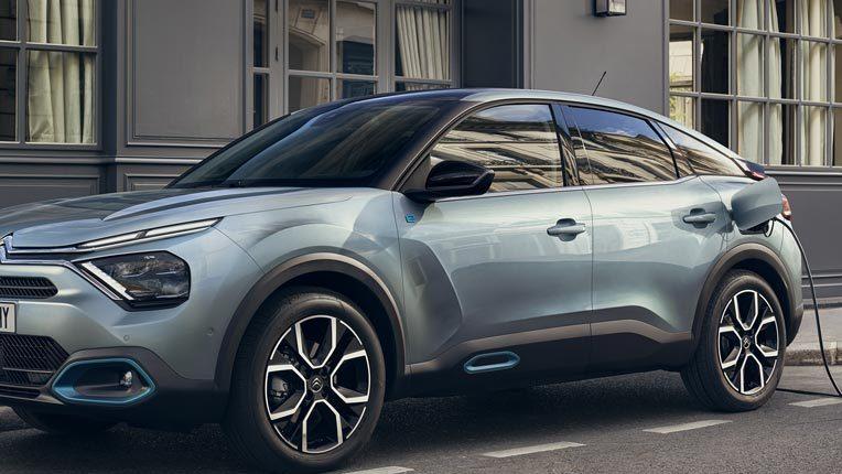 La nuova Citroën e-C4 in fase di ricarica
