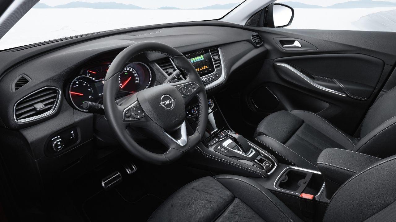Gli interni razionali di Opel Grandland X