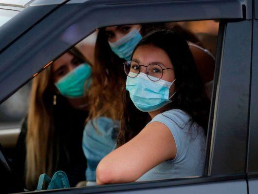 in auto senza mascherina multe