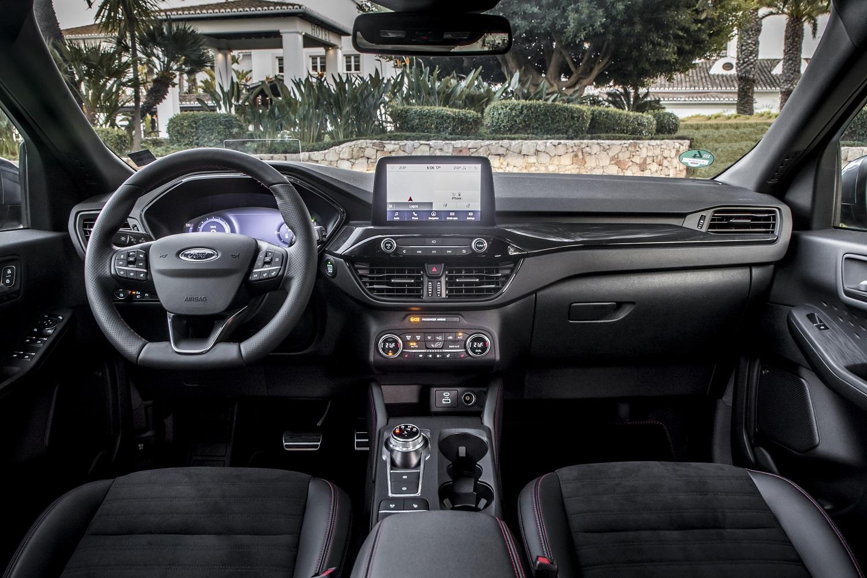 nuova Ford Kuga full hybrid interni