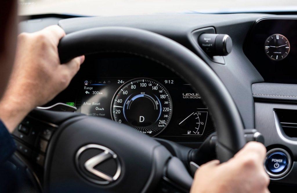 prestazioni di Lexus UX 300e