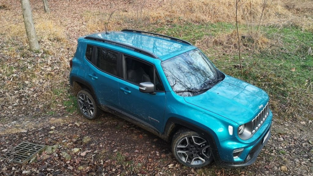 Jeep Renegade in offroad