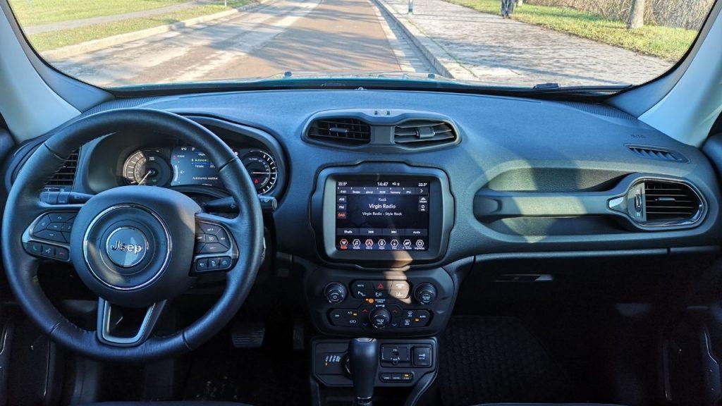 Gli interni di Jeep Renegade 4xe