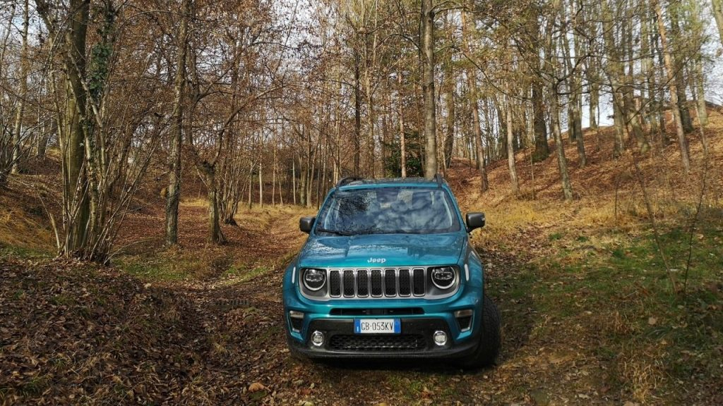 Jeep Renegade 4xe in offroad