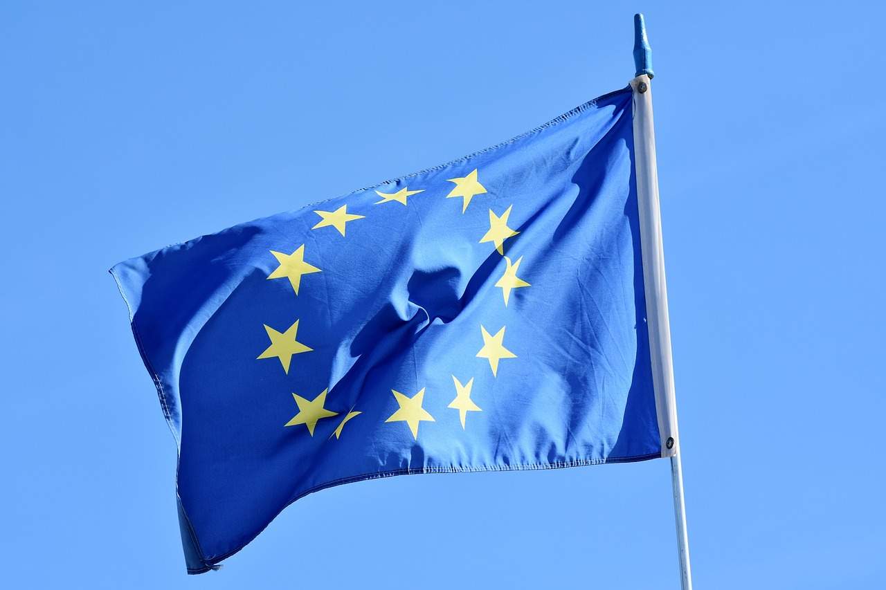 L'UE propone sconti sui pedaggi per i camion elettrici