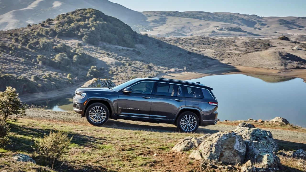 Jeep Grand Cherokee L 2021 in offroad