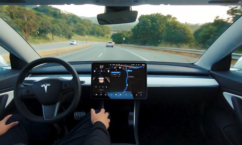 Tesla è in prima linea nello sviluppo della guida autonoma