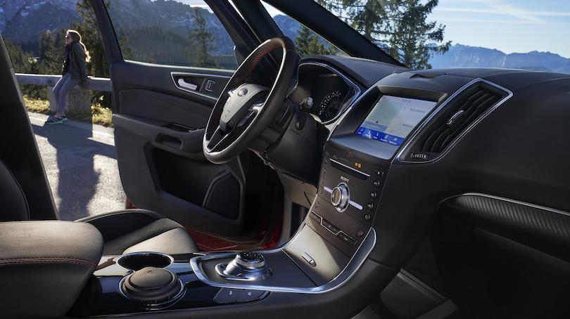 Interni di Ford S-Max Hybrid