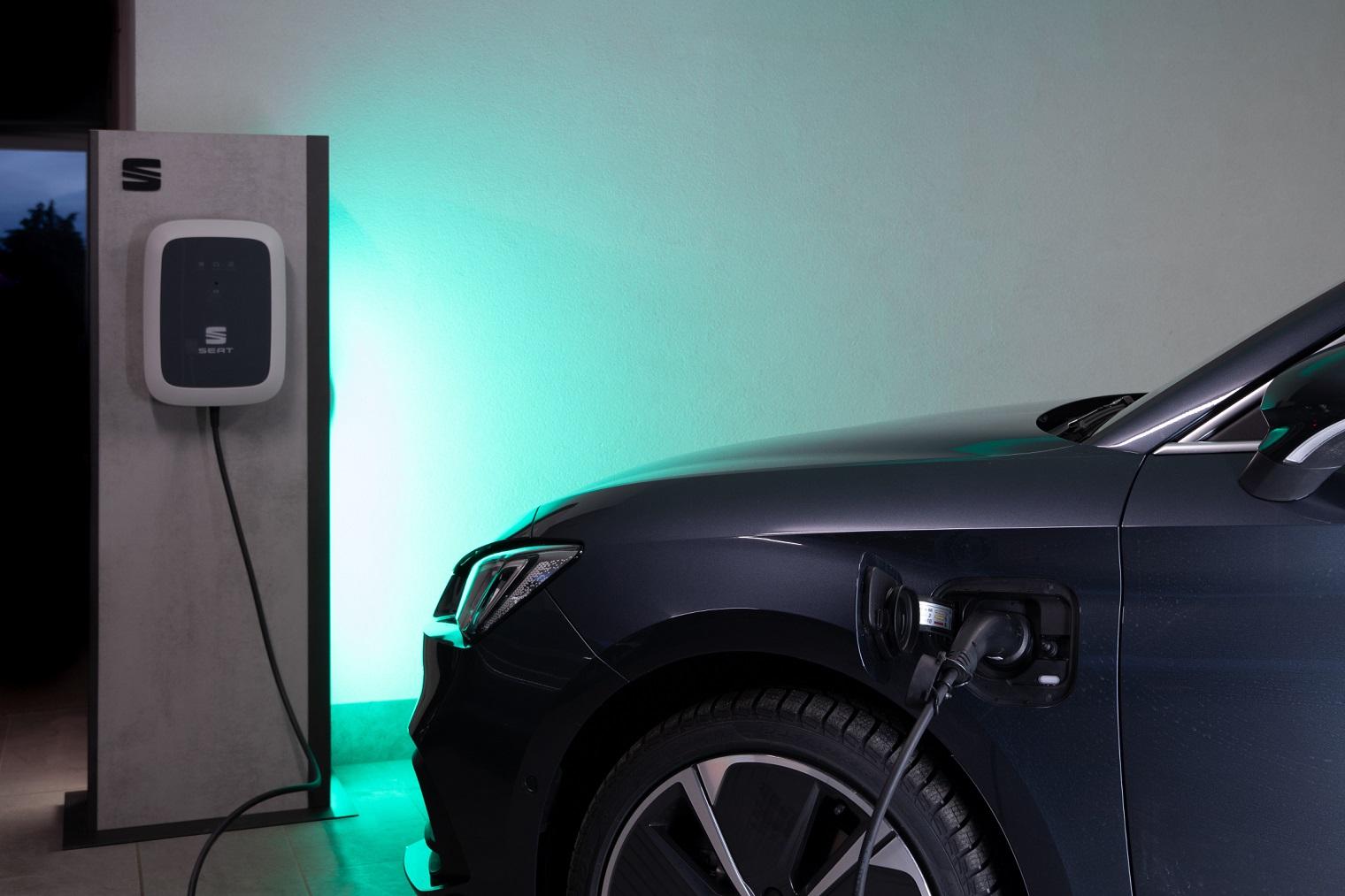 Ricarica nuova Seat Leon e-Hybrid