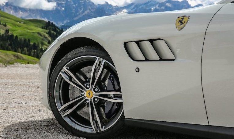 Ferrari elettrica 2025