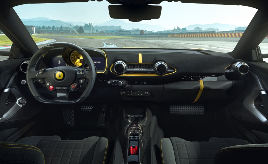 Interni di Ferrari 812 Competizione