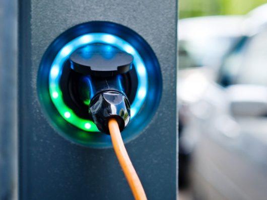 ricarica auto elettrica corrente alternata continua