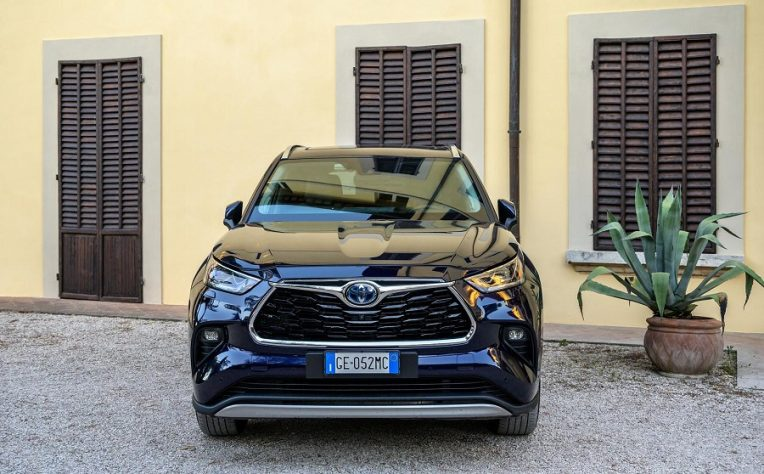 Suv Toyota Fleet Manager on the Road 2021