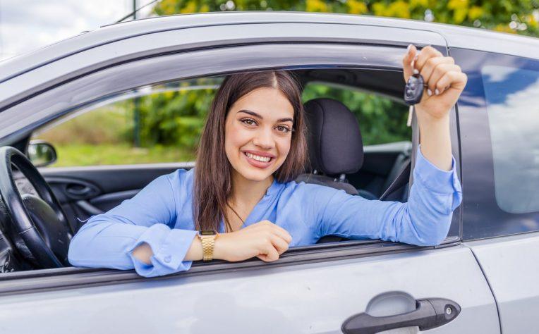 solo un giovane su 8 possiede un'auto il report aci