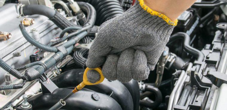 controllo olio tagliando auto